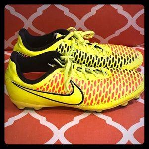 Boys Nike Size 6Y Soccer Cleats